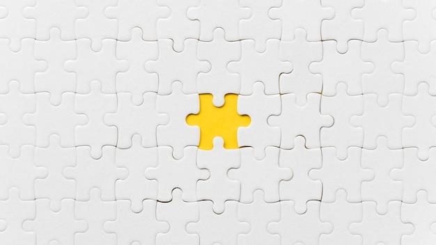 Falta uma peça do quebra-cabeça Foto gratuita
