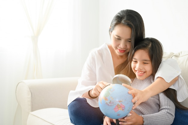 Família, crianças, educação, escola e pessoas felizes. Foto Premium