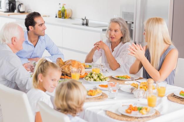 Família, desfrutando, a, ação graças, jantar Foto Premium