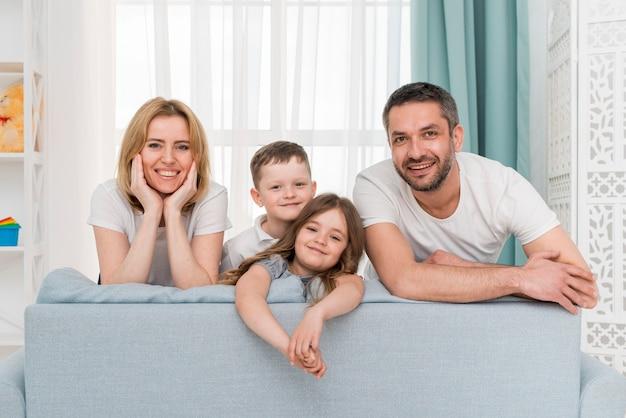 Família em casa Foto Premium