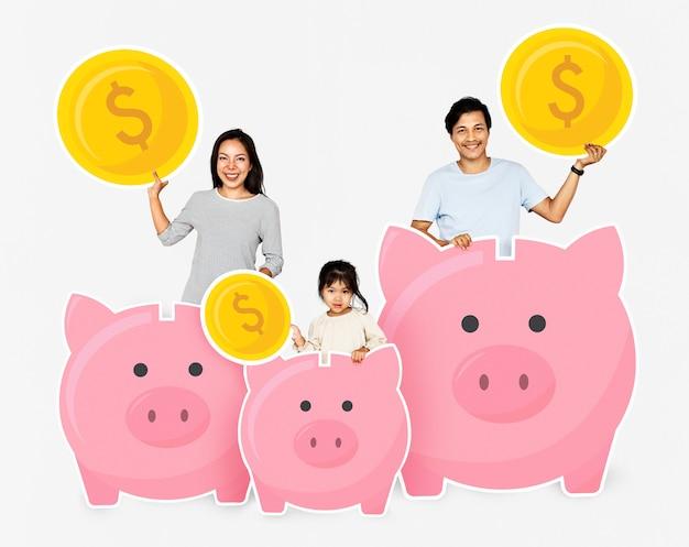 Família feliz com poupança em cofrinhos Foto gratuita