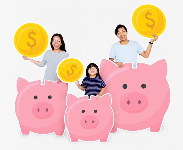 Família feliz com poupança em cofrinhos Foto Premium