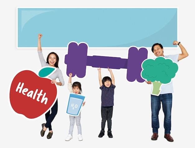 Família feliz, segurando, condicão física, ícones Foto Premium