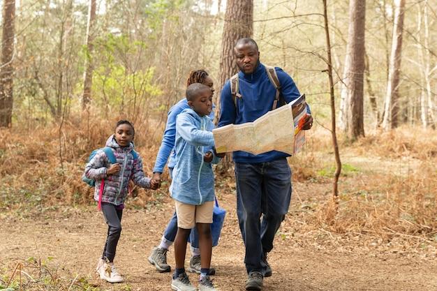 esporte de aventura em família - trilha