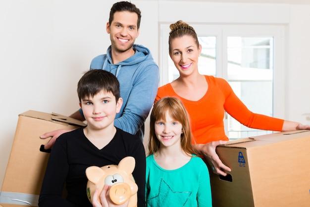 Família se mudando para nova casa Foto Premium