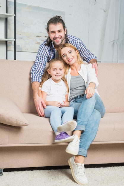 Família, tocando, sofá Foto gratuita