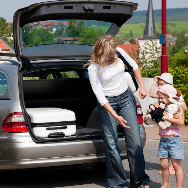 Família viajando de carro Foto Premium