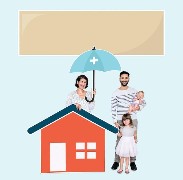 Família vivendo em uma casa segura Foto gratuita