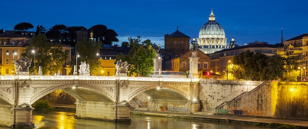 Famosa vista de roma à noite Foto Premium
