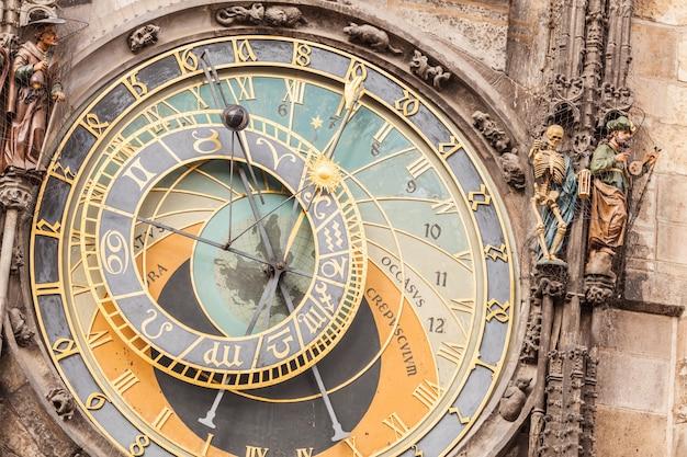 Famoso relógio astronómico em praga Foto Premium