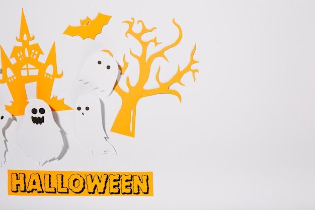 Fantasmas de papel com inscrição Halloween | Baixar fotos gratuitas