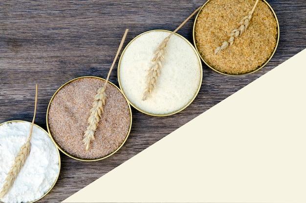 Farinha diferente de cereais de trigo em panelas de círculo. brotos de trigo moído, farelo de trigo, sêmola f Foto Premium