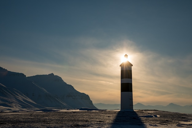 Farol de kapp ekholm em billefjorden, spitsbergen na noruega Foto Premium