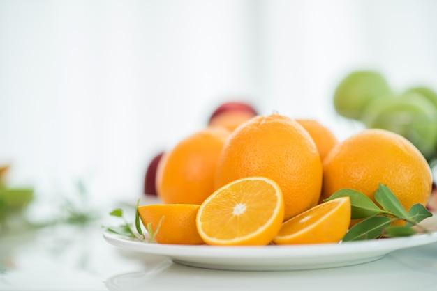 Fatia de fruta fresca de laranja Foto gratuita