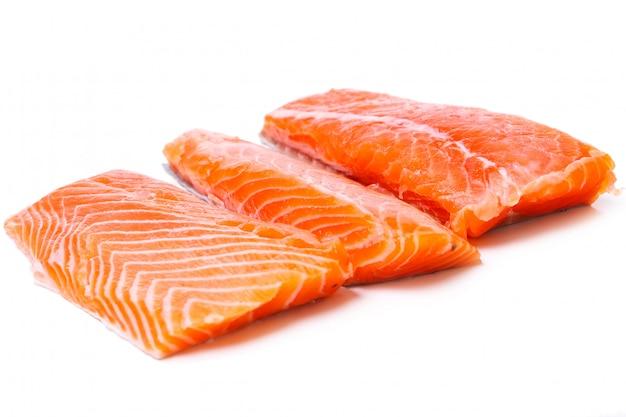 Fatia de salmão cru Foto gratuita