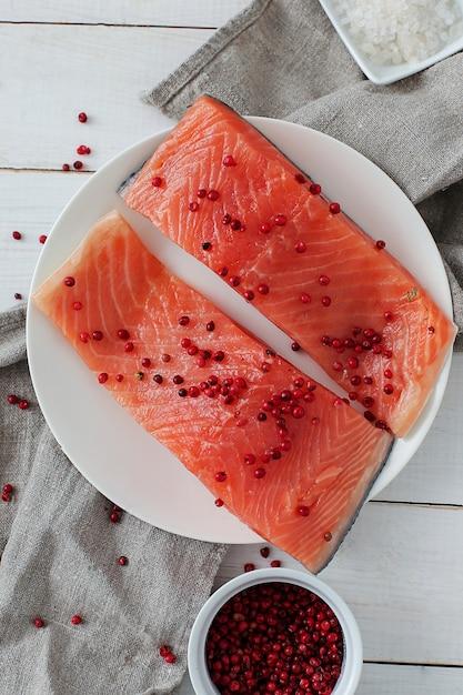 Fatias de salmão, comida saudável Foto gratuita