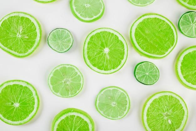 Fatias verdes de citrinos Foto Premium