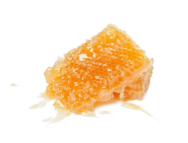 Favo de mel doce isolado no branco Foto Premium