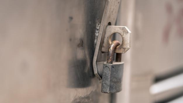 Fechadura com chave de porta Foto Premium