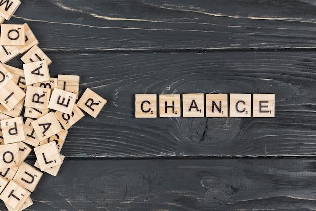 Fechar a palavra mudança em fundo de madeira Foto gratuita