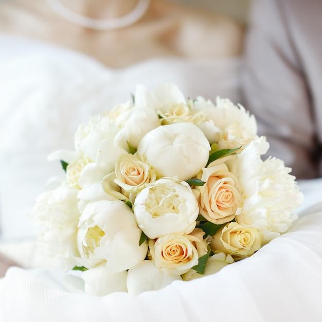 Fechar foto de buquê de flores do casamento Foto Premium