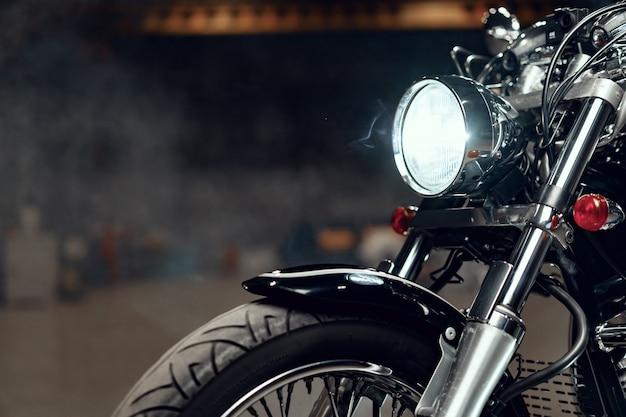 Fechar foto de peça de moto de alta potência Foto Premium
