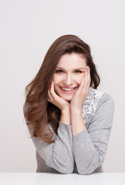 9aa5fd6ba Fechar o retrato de uma mulher sorridente feliz