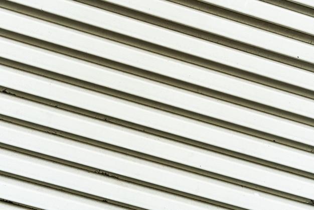 Feche acima da textura pintada branca da grade do ar do metal. perfeito para o fundo. Foto Premium