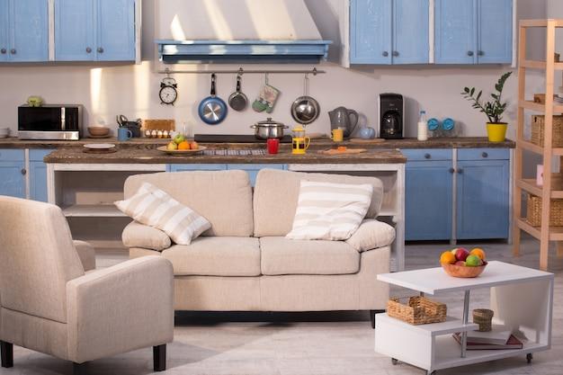 Feche acima da vista no estúdio da cozinha. Foto Premium