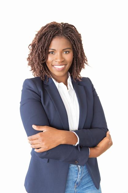 Feliz agente bem sucedida do sexo feminino Foto gratuita