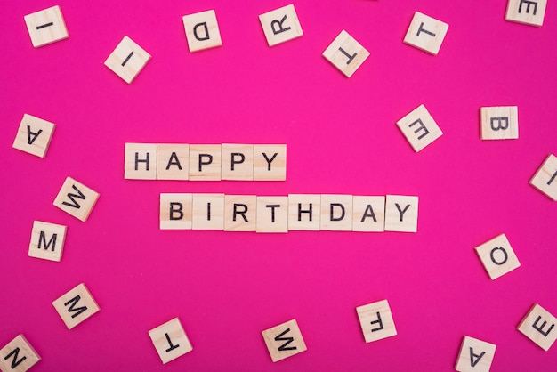 Feliz aniversário, palavras, ligado, cor-de-rosa, fundo Foto gratuita