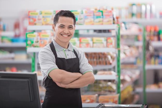 Feliz comerciante masculino asiático Foto Premium