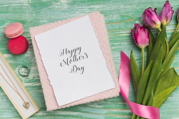 Feliz dia das mães cartão com tulipas Foto gratuita