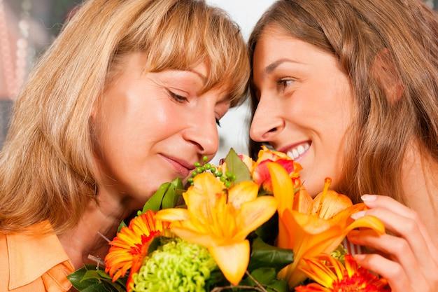 Feliz dia das mães - flores e mulheres Foto Premium