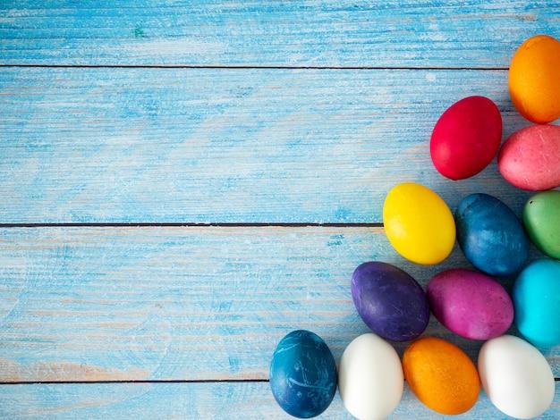 Feliz dia de páscoa e fundo de primavera Foto Premium