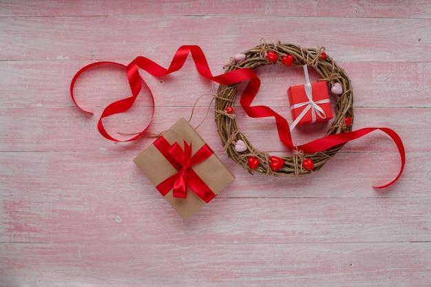 Feliz dia dos namorados amor celebração em estilo rústico isolado. Foto Premium