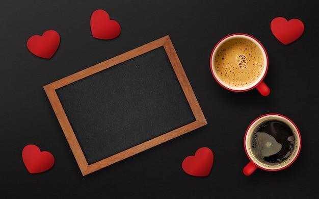 Feliz dia dos namorados conceito. xícara de café sobre fundo preto de madeira Foto Premium