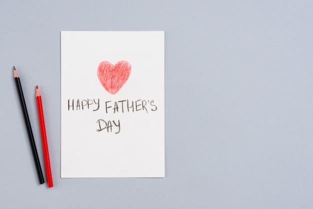 Feliz dia dos pais inscrição em papel com lápis Foto gratuita