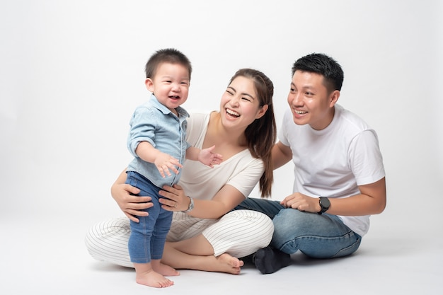 Feliz família asiática é desfrutar com o filho Foto Premium