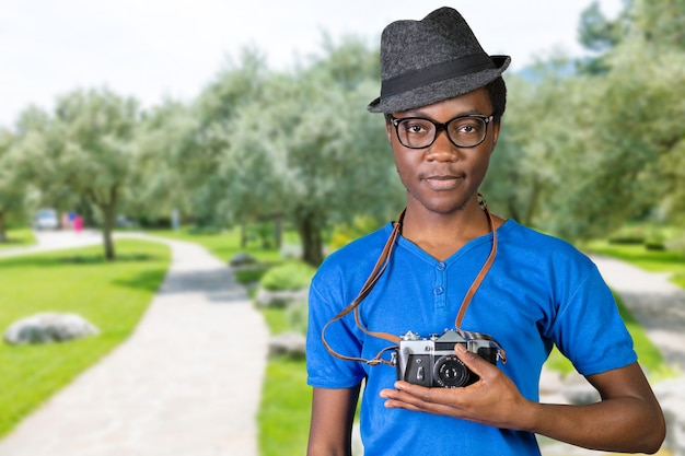 Feliz jovem fotógrafo africano Foto Premium