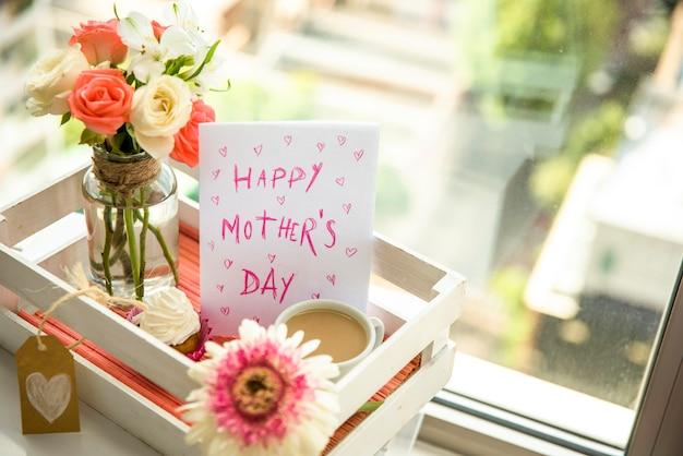 Feliz mãe dia definido na bandeja Foto gratuita
