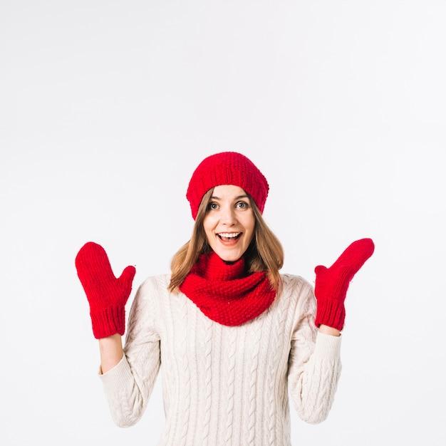 Feliz, mulher, em, roupa morna Foto gratuita