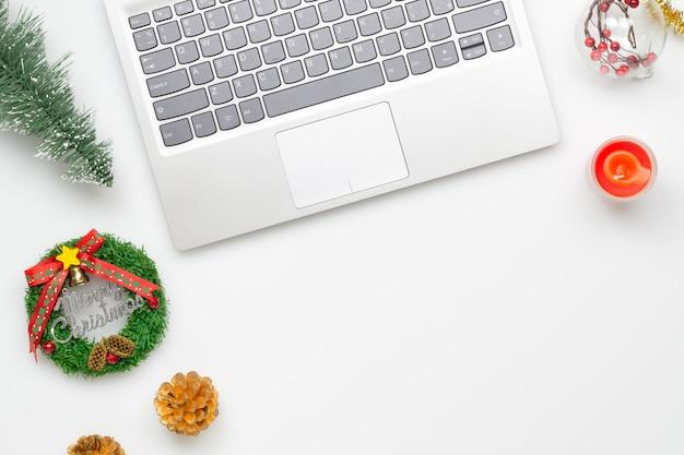 Feliz natal e feliz s escritório trabalho espaço de trabalho Foto Premium