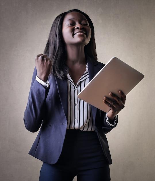 Feliz, sucedido, menina afro Foto Premium