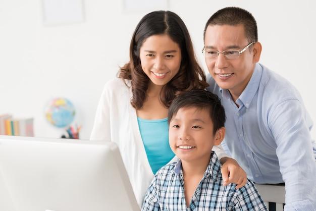 Feliz, vietnamita, família Foto Premium