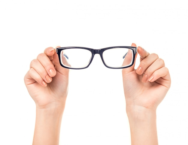 Feminino mão segura óculos isolados Foto Premium