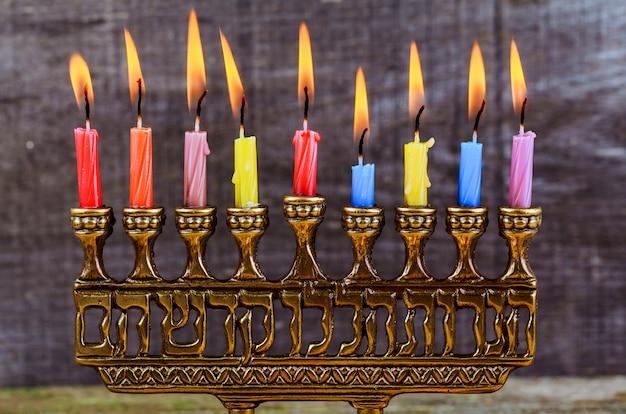 Feriado judaico, hanukkah, fundo, com, menorah, tradicional, candelabro, e, queimadura, velas Foto Premium