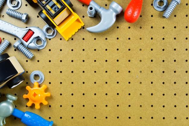 Ferramentas de brinquedos de construção de crianças, crianças brinquedos quadro de fundo. Foto Premium