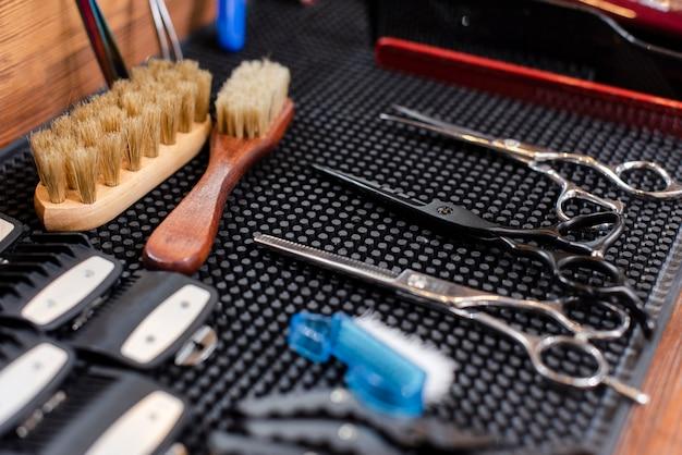 Ferramentas de cabeleireiro no espaço de trabalho Foto gratuita