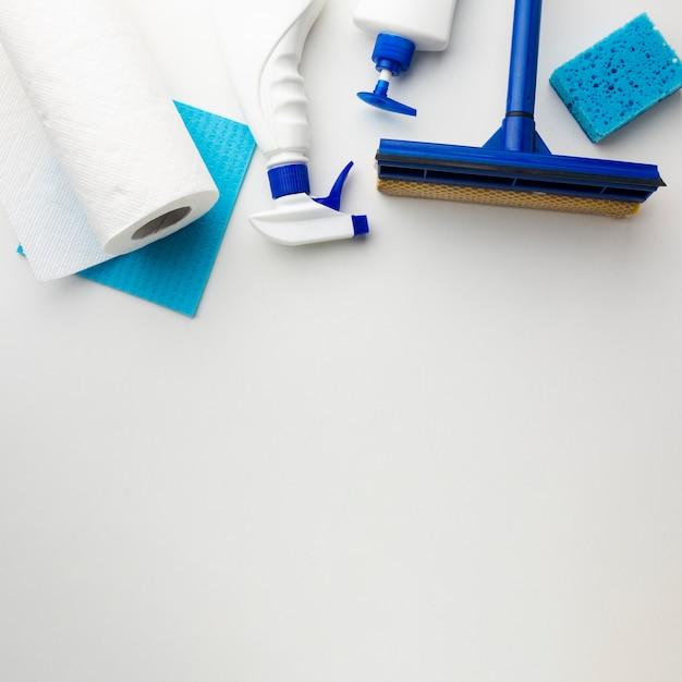 Ferramentas de limpeza com espaço para texto Foto gratuita